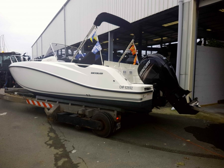 Quicksilver Activ 675 Open à vendre par