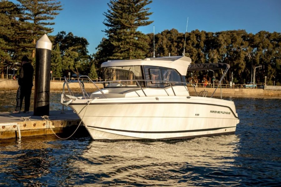 Parker 660 Pilothouse neu