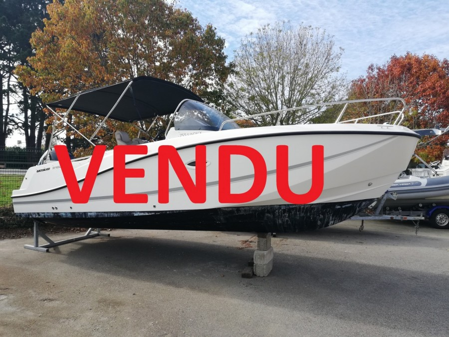Quicksilver Activ 755 Sundeck used