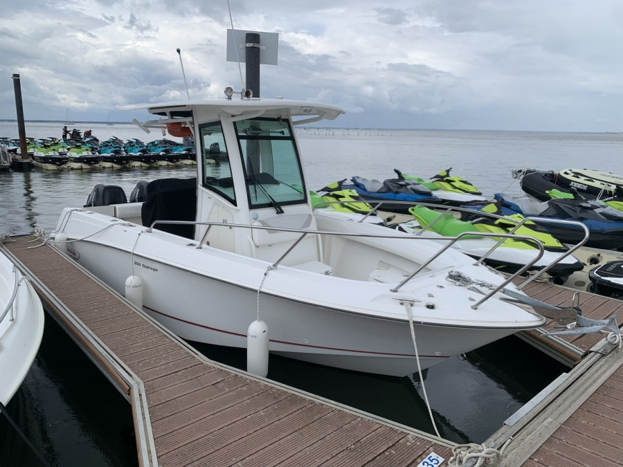 Boston Whaler 250 Outrage occasion