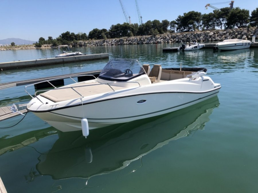 Quicksilver Activ 675 Sundeck new