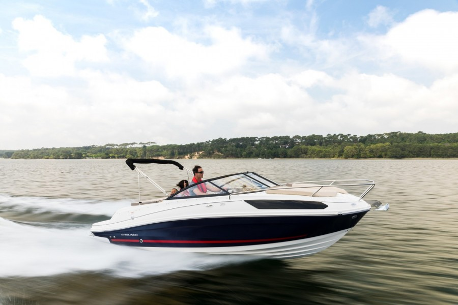 Bayliner VR5 Cuddy