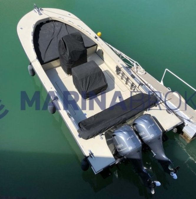 Boston Whaler 27 Guardian per la vendita da