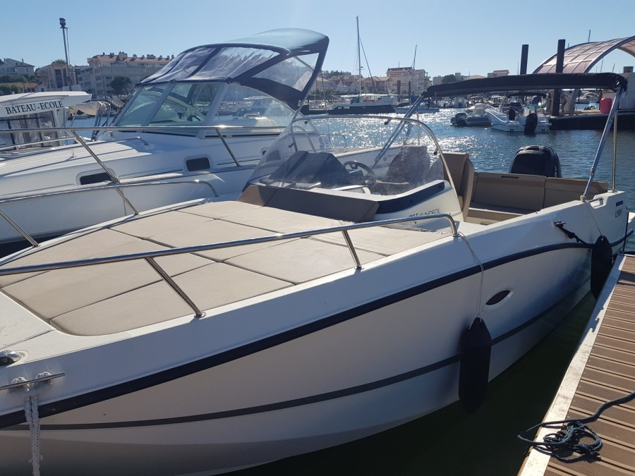 Quicksilver Activ 755 Sundeck rent
