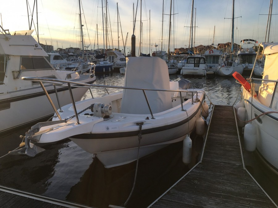 Boston Whaler 23 Outrage à vendre par