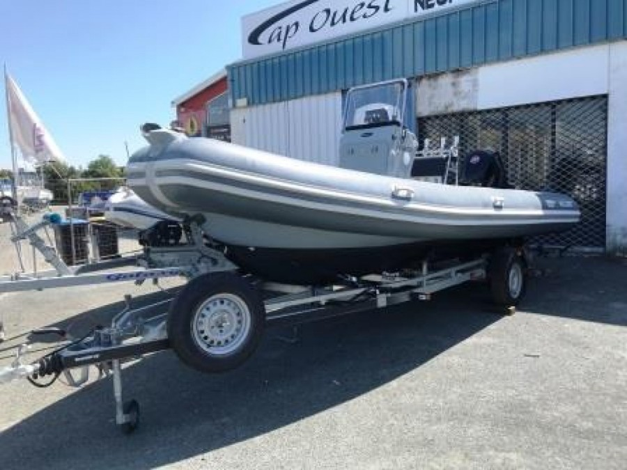 Valiant 630 Sport Fishing