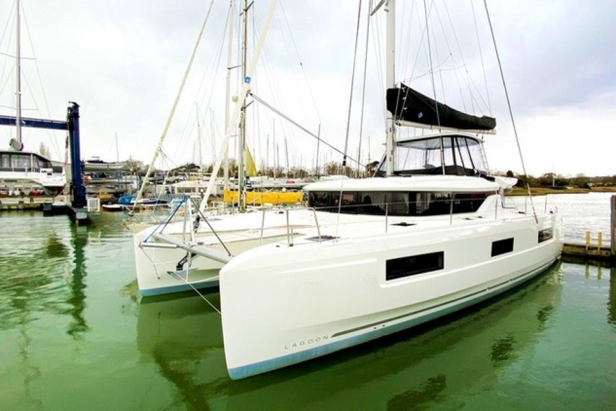 Lagoon 46 for sale by