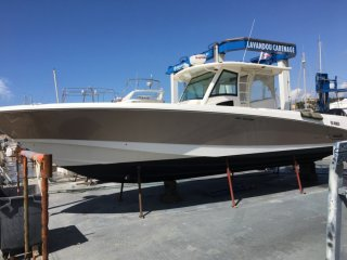 Boston Whaler 370 Outrage occasion