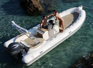 Bateau Pneumatique / Semi-Rigide Capelli Tempest 650 location - HOUSEBOAT